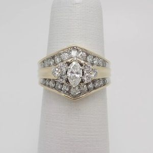 Jewelry - Stunning 1.10 carat 14k yellow gold diamond ring